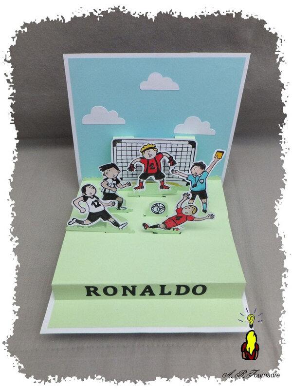ART 2019 09 Ronaldo foot pop-up 5