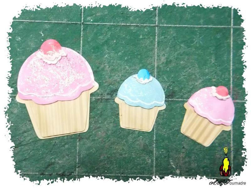 ART 2014 03 mini album cupcakes 1