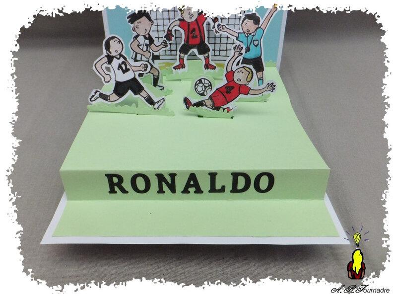 ART 2019 09 Ronaldo foot pop-up 6