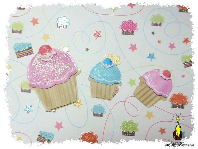ART 2014 03 mini album cupcakes 2